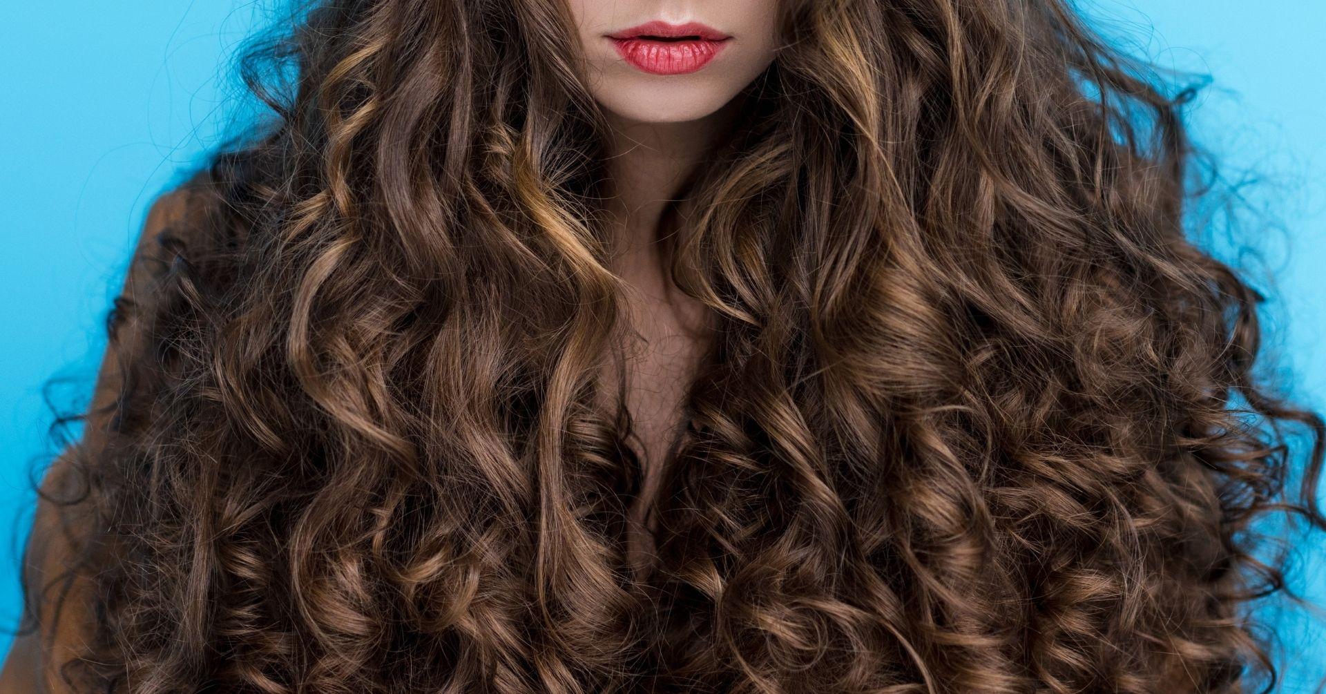 ako sa starať o kučeravé vlasy