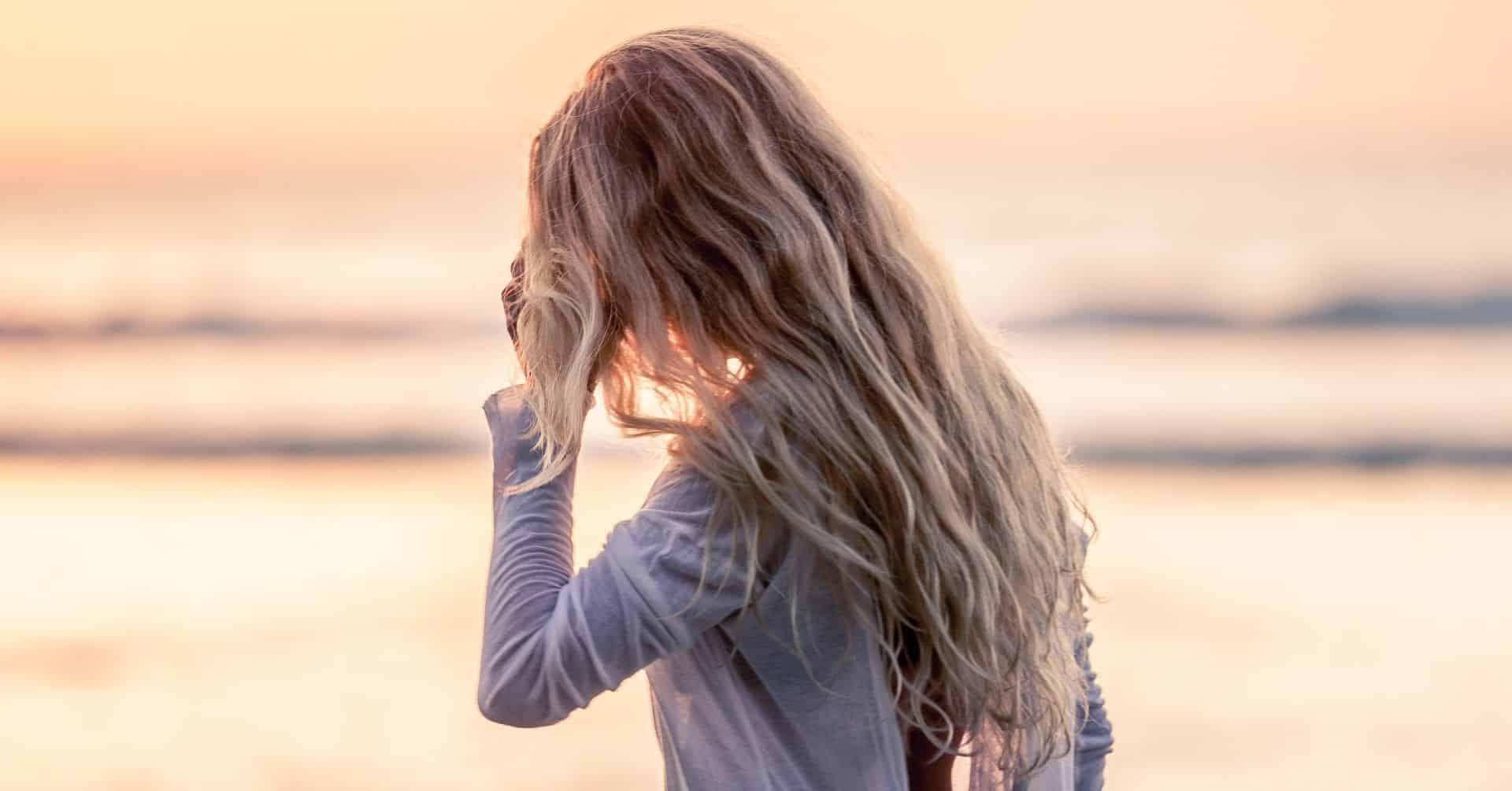 Ako stiahnuť žltú z blond vlasov